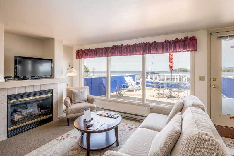 Boat House - Living Room